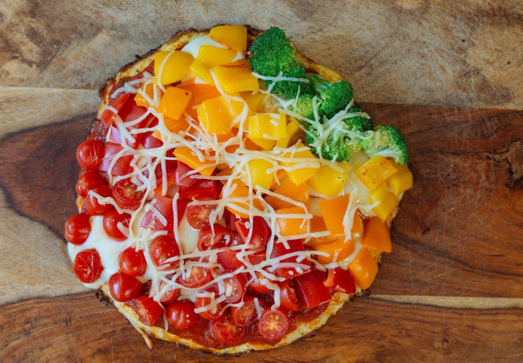 cauliflower-pizza-rainbow-toppings
